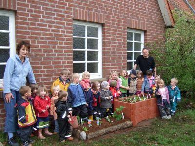 Ein Hochbeet im Kindergarten Armstorf